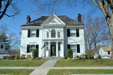 不動産売買業を行うには、宅建業免許が不可欠です!